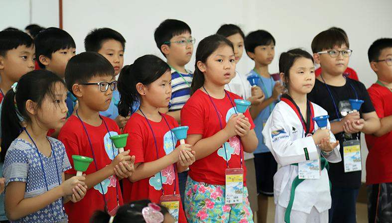 ▲3,4학년 학생이 진지한 눈빛으로 발표회 준비를 하고 있다.