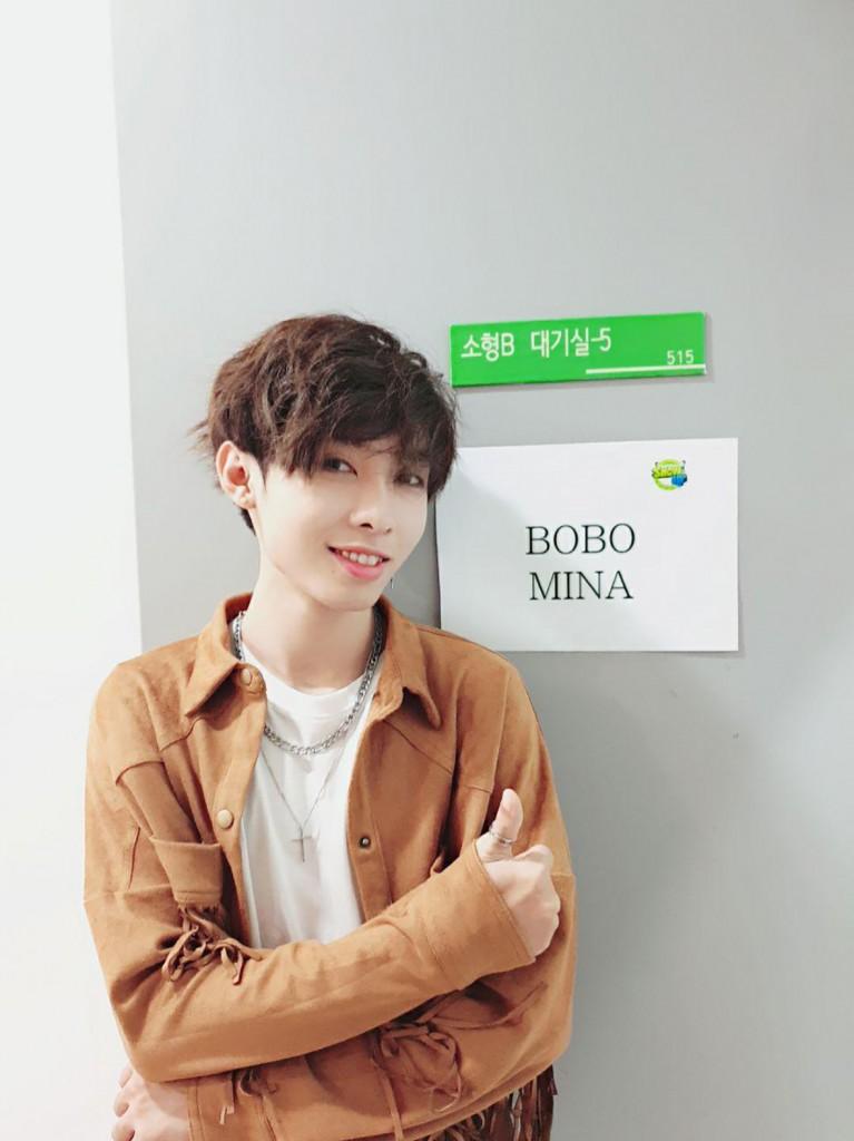 한국 음악방송 쇼업 대기실 앞에서 (2)