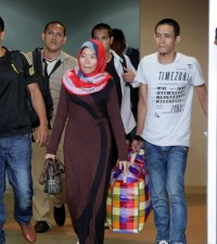 Five of 18 maids who were jailed in Malaysia arrive at Phnom Penh International Airport