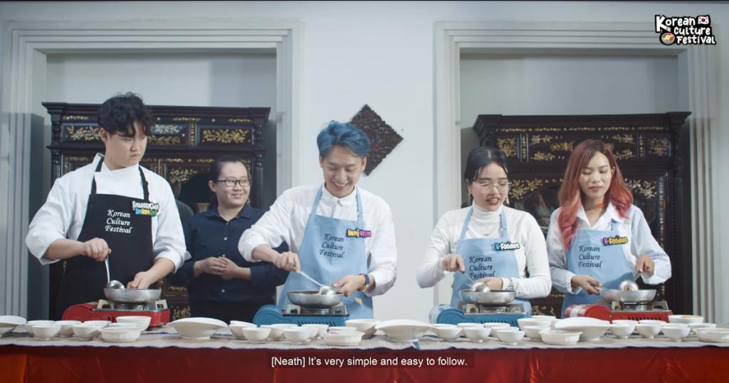 캄보디아 200만 팔로워 인플루언서 헹비살(Heng Visal)이 출연해 대사관 관저요리사와 함께 김치볶음밥, 오미자 샐러드, 김치전 등 한식 조리법을 소개했다1