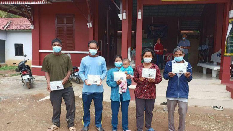 코로나 19 생계비 지원 받는 바탐방주 취약계층 주민들