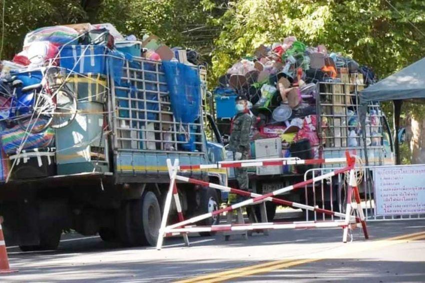 ▲ 지난 6월 27일 상당수의 캄보디아인 이주노동자들이 국경 검무소를 거쳐 태국에서 캄보디아로 돌아왔다.