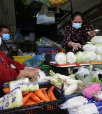 프놈펜 시의 모든 시장의 영업을 재개할 수 있도록 허용됐다.