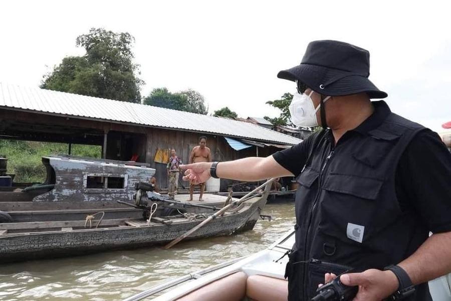 2021-06-15 프놈펜 시내 강변에 무질서하게 지어진 수상가옥 철거작업이 진행중에 있다