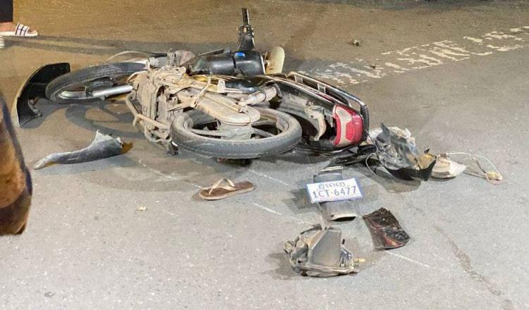 2021-06-24 뺑소니 사고를 내고 도주한 롤스로이스 차량 때문에 4명의 중상자가 발생했고 오토바이는 심각히 파손됐다
