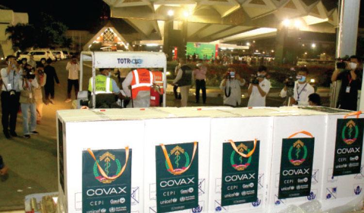 3월 프놈펜 공항에 도착한 아스트라제네카 백신