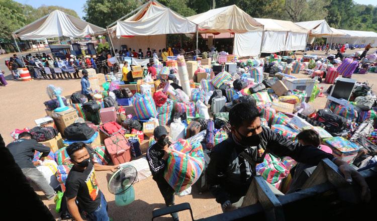 6개월동안 8만 명이 넘는 이주 노동자들이 캄보디아로 돌아왔다.