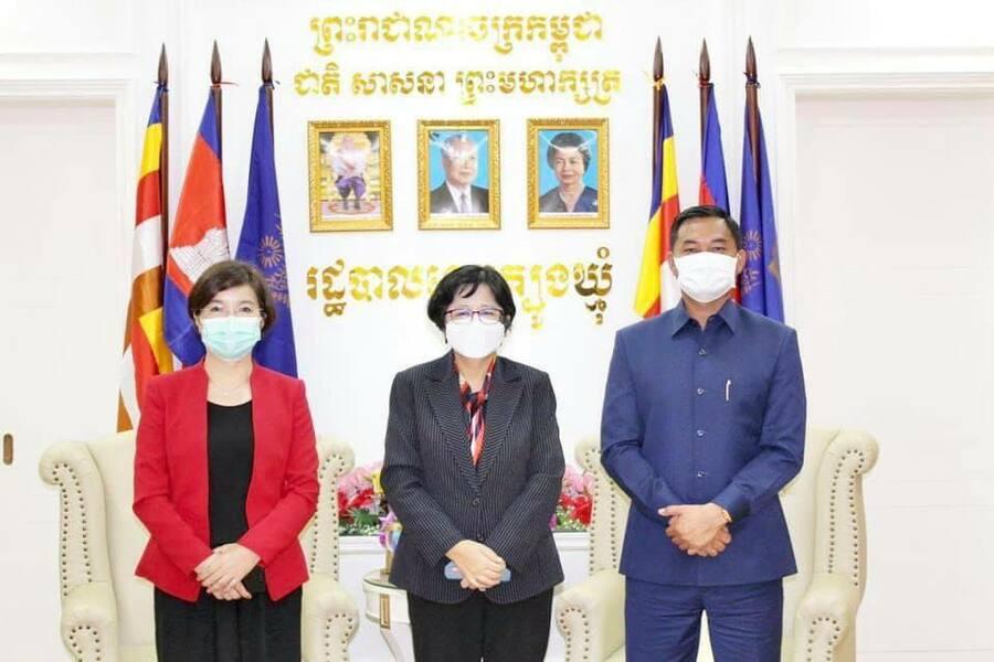 WHO와 캄보디아 보건부는 백신접종자들에게 항체 검사를 할 필요가 없다고 강조했다