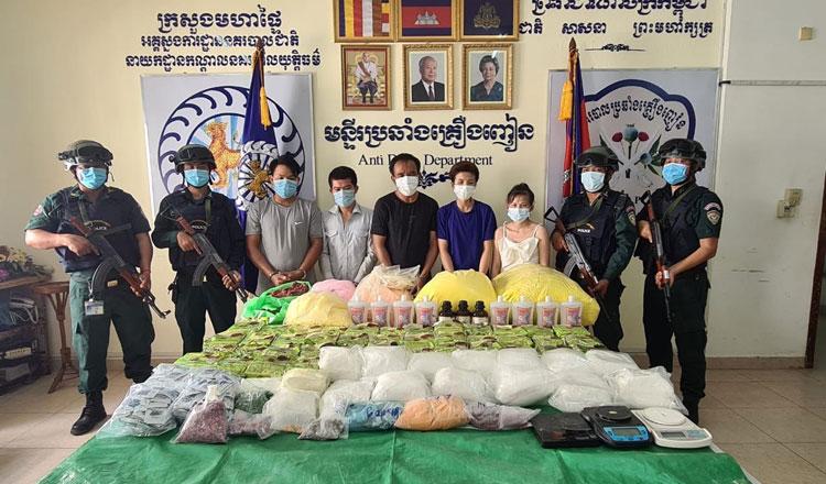 ▲ 마약밀매단 7명이 마약단속반에 의해 체포되었으며 200kg 상당의 마약 소지 혐의로 프놈펜 시법원에 기소됐다.