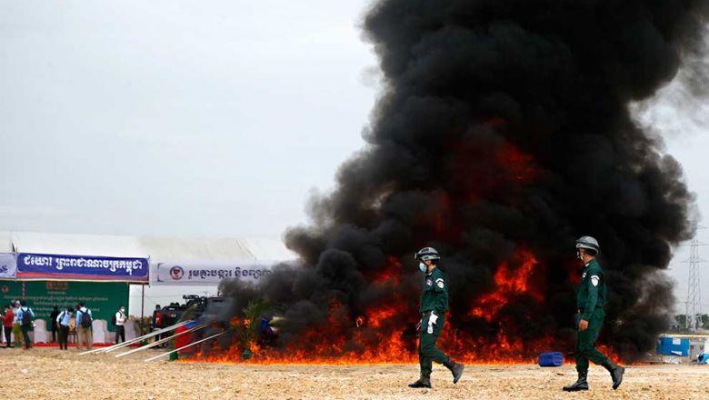 지난 19일 프놈펜에서 4톤에 달하는 마약을 소각했다