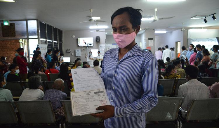 캄보디아 정부가 취약계층에게 40달러씩 보조금을 지급했다