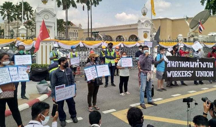 코로나19 팬데믹으로 어려움에 처한 주 태국 캄보디아 노동자들이 태국 정부에 탄원서를 제출하고 시위를 하고 있다