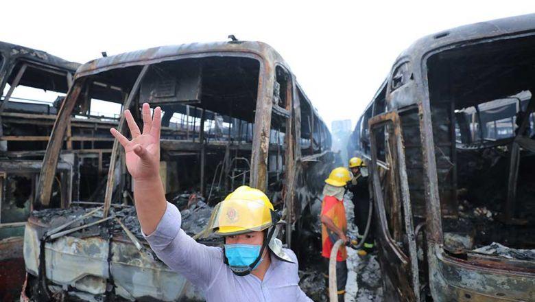 비락분탐버스 화재로 1명 사망, 버스 23대 전소