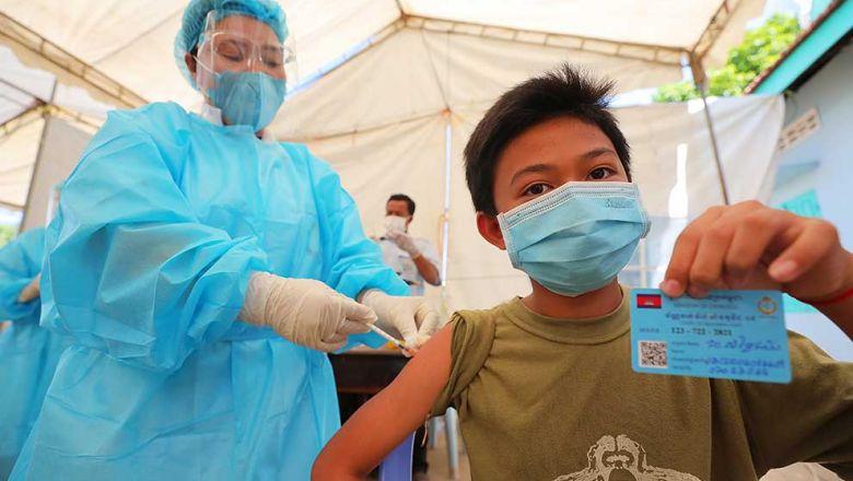 지난 1일 쯔로이창바 지역의 보건소에서 10대 소년이 백신 접종을 마쳤다.