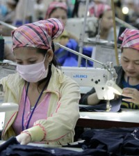 노동부가 공장 근로자들의 백신접종을 위하여 유급휴가를 제공해주기를 요청했다.